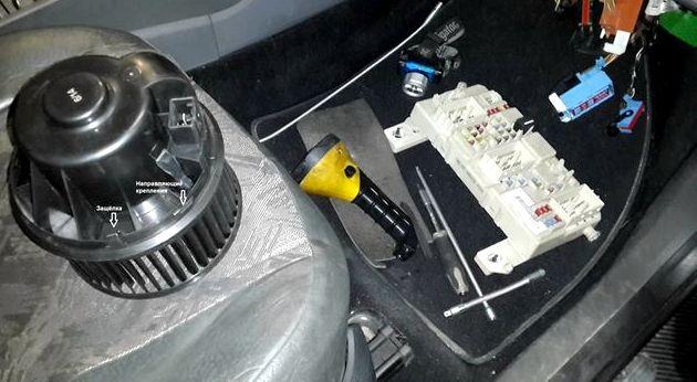 Форд фокус 2 замена мотора печки снимаем разъем