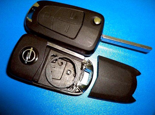 Как поменять батарейку в ключе опель астра h крышку батарейного отсека, достаем старую