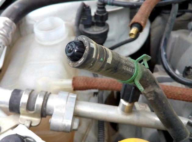 Как слить антифриз с блока двигателя рено логан Также демонтируют пробковый затвор на