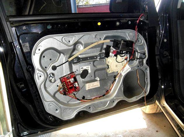 Как снять обшивку двери задней форд фокус 2 она крепится