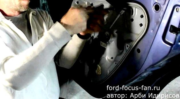Как снять обшивку передней двери форд фокус 2 двери, возьмите