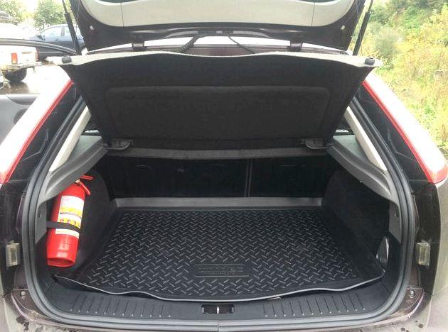 Размеры багажника форд фокус 2 хэтчбек сложеными сидениями состовляет именно столько