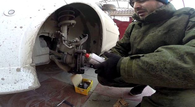 Замена колодок передних форд фокус 3 концы пружинного фиксатора наружной